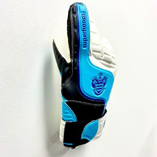 Goalkeeper-Glove-Wall-Holder-2.jpg